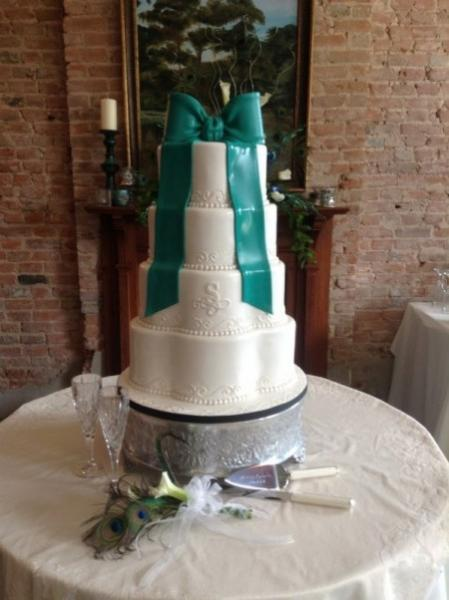 White wedding cake trimmed with Teal Bow.
